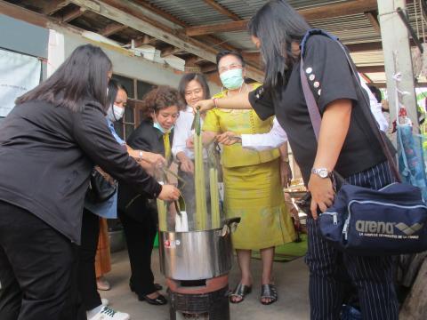 การส่งเสริมกิจกรรมการทอผ้าของกลุ่มวิสาหกิจชุมชน